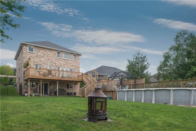 Detached at 42 Wildwood Tr, Barrie, Ontario. Image 13