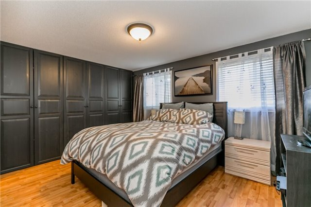 Link at 153 Nathan Cres N, Barrie, Ontario. Image 2