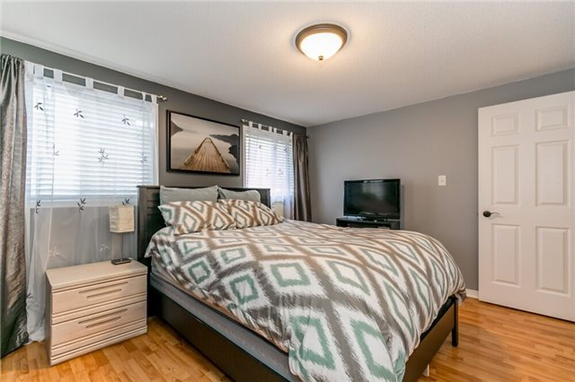 Link at 153 Nathan Cres N, Barrie, Ontario. Image 3