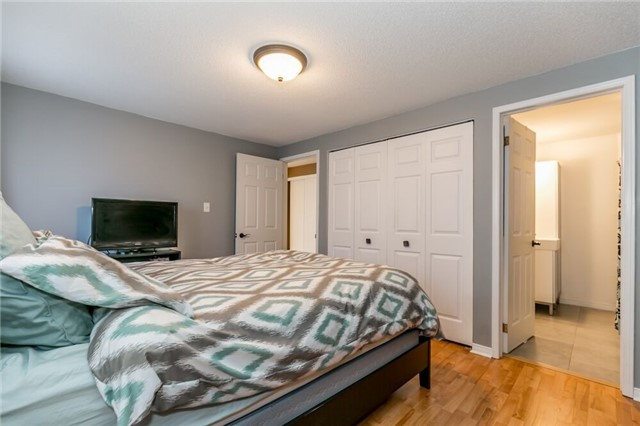 Link at 153 Nathan Cres N, Barrie, Ontario. Image 4