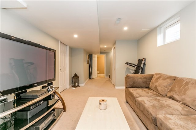 Link at 153 Nathan Cres N, Barrie, Ontario. Image 9