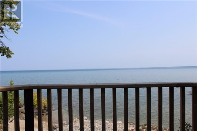 Cottage at 16 William Ave, Wasaga Beach, Ontario. Image 6