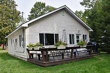 Cottage at 11 Parkside Dr, Tiny, Ontario. Image 3
