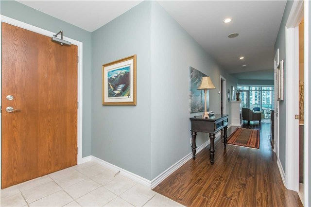 Condo Apartment at 37 Ellen  St, Unit 401, Barrie, Ontario. Image 14