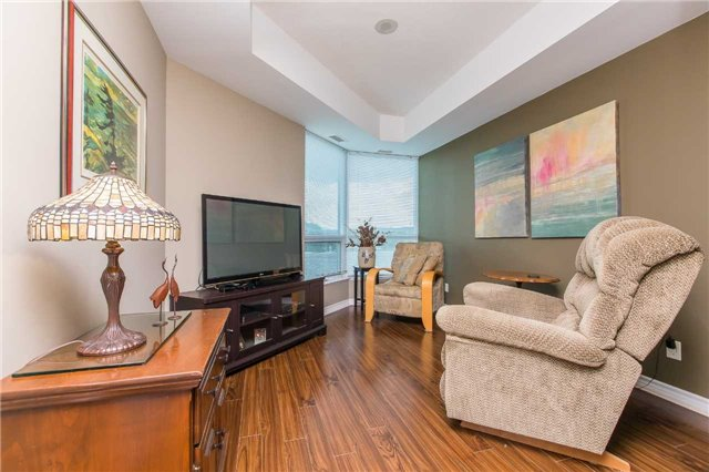 Condo Apartment at 37 Ellen  St, Unit 401, Barrie, Ontario. Image 5