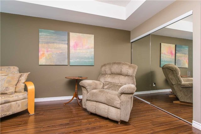Condo Apartment at 37 Ellen  St, Unit 401, Barrie, Ontario. Image 6