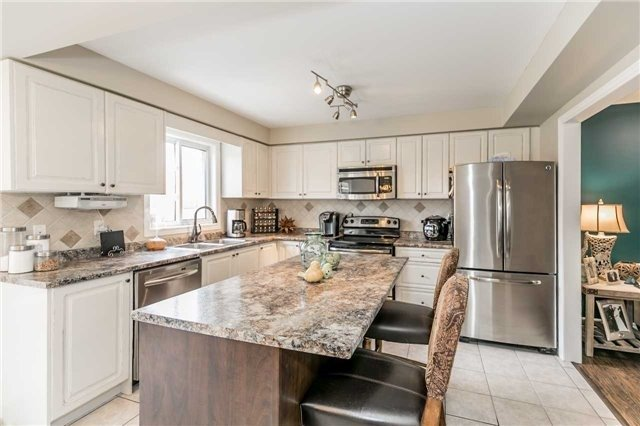 Detached at 118 Country Lane, Barrie, Ontario. Image 16