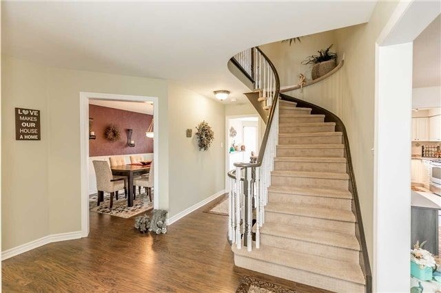 Detached at 118 Country Lane, Barrie, Ontario. Image 17