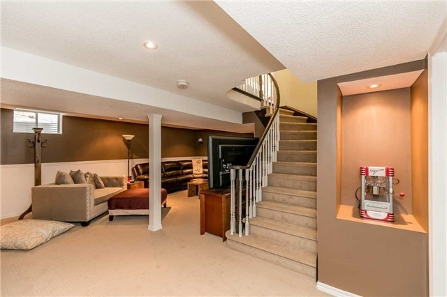 Detached at 118 Country Lane, Barrie, Ontario. Image 11