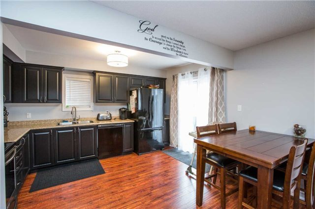 Detached at 34 Crew Crt, Barrie, Ontario. Image 8