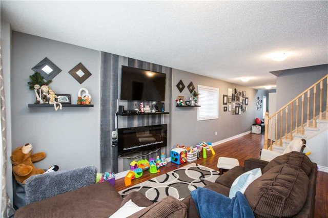 Detached at 34 Crew Crt, Barrie, Ontario. Image 10