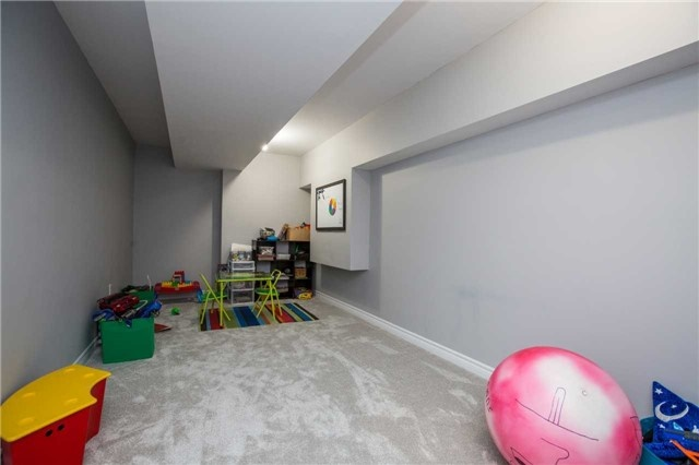 Detached at 34 Crew Crt, Barrie, Ontario. Image 5
