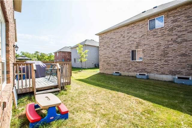 Detached at 34 Crew Crt, Barrie, Ontario. Image 7