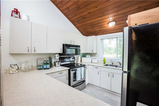 Detached at 13 Crescent Dr, Tay, Ontario. Image 12
