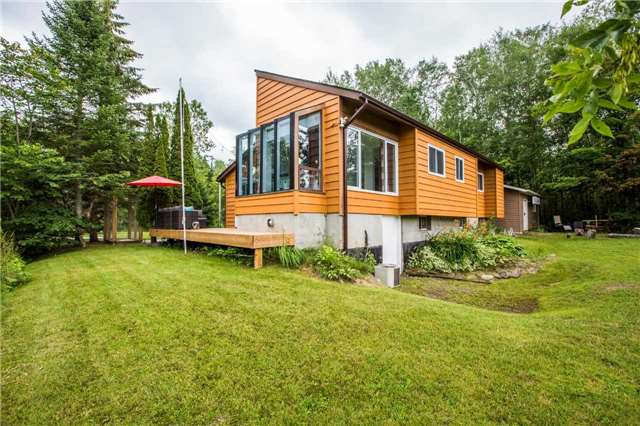 Detached at 13 Crescent Dr, Tay, Ontario. Image 4