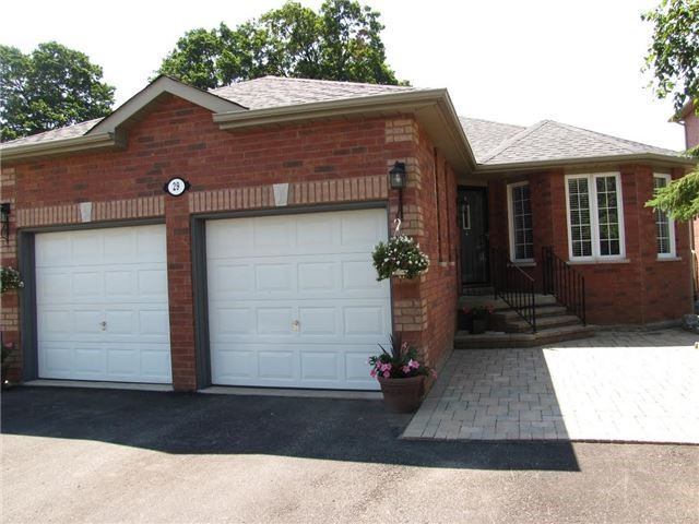 Detached at 29 Sydenham Wells St, Barrie, Ontario. Image 9