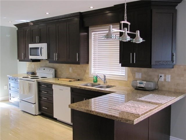 Detached at 29 Sydenham Wells St, Barrie, Ontario. Image 2