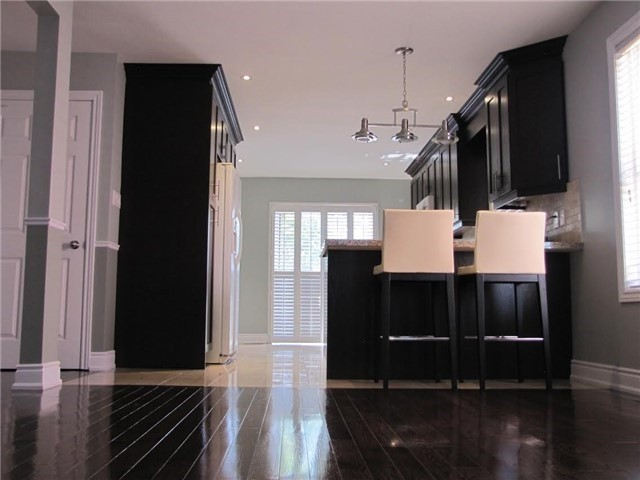 Detached at 29 Sydenham Wells St, Barrie, Ontario. Image 3