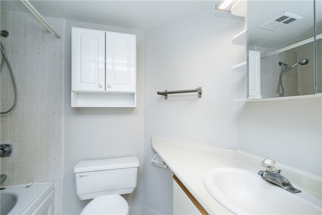 Condo Apartment at 140 Dunlop St E, Unit 811, Barrie, Ontario. Image 10
