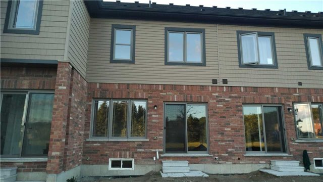 Townhouse at 25 Deneb St, Barrie, Ontario. Image 6