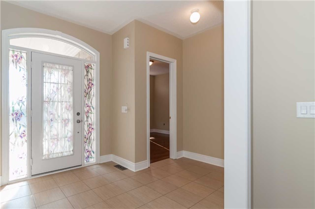 Detached at 31 Royal Park Blvd, Barrie, Ontario. Image 9