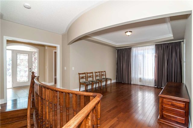 Detached at 31 Royal Park Blvd, Barrie, Ontario. Image 10