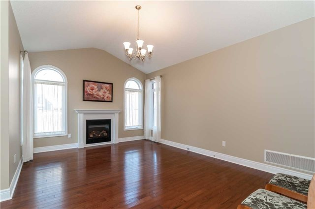 Detached at 31 Royal Park Blvd, Barrie, Ontario. Image 11
