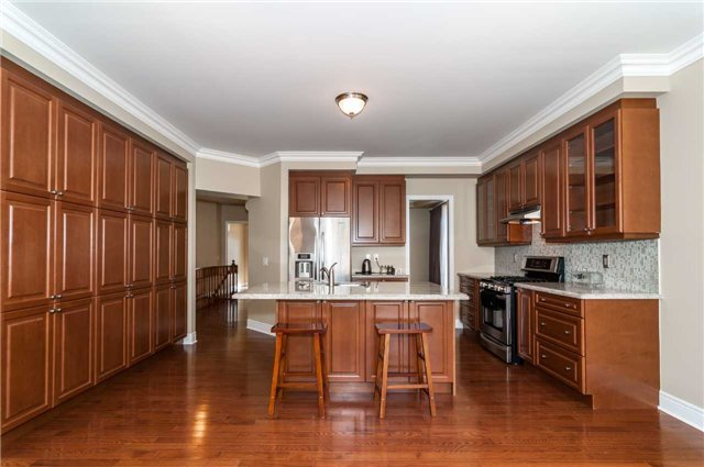 Detached at 31 Royal Park Blvd, Barrie, Ontario. Image 12