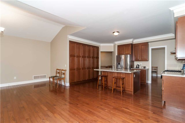 Detached at 31 Royal Park Blvd, Barrie, Ontario. Image 13