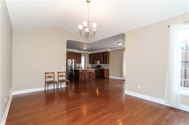 Detached at 31 Royal Park Blvd, Barrie, Ontario. Image 14