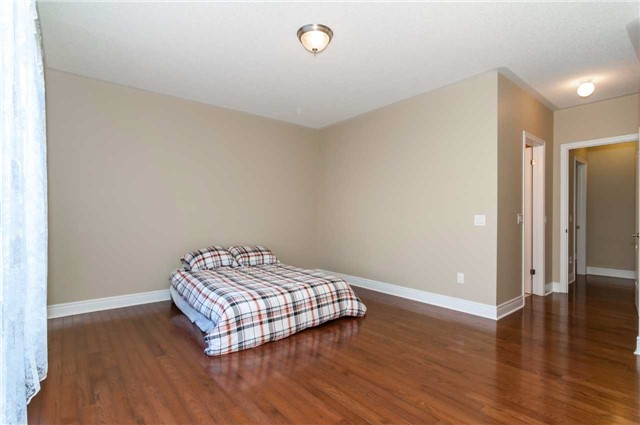 Detached at 31 Royal Park Blvd, Barrie, Ontario. Image 4
