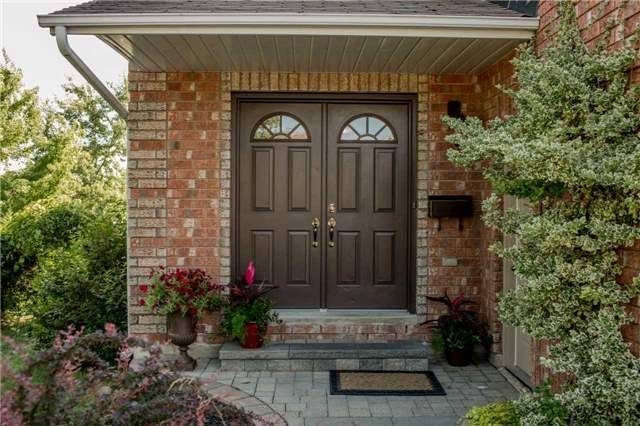 Detached at 16 Dykstra Dr, Barrie, Ontario. Image 13