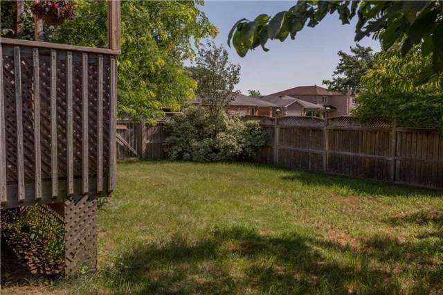 Detached at 16 Dykstra Dr, Barrie, Ontario. Image 12