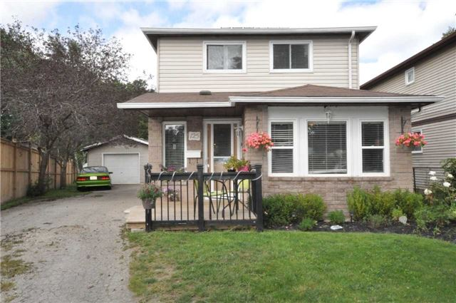 Detached at 125 Burns  Circ, Barrie, Ontario. Image 1