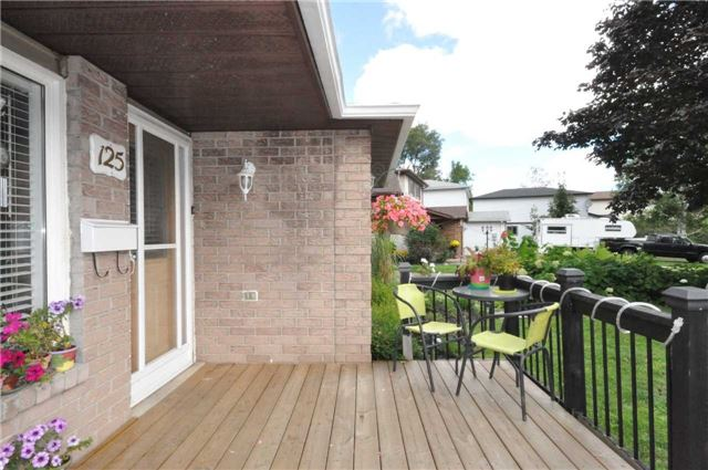 Detached at 125 Burns  Circ, Barrie, Ontario. Image 12