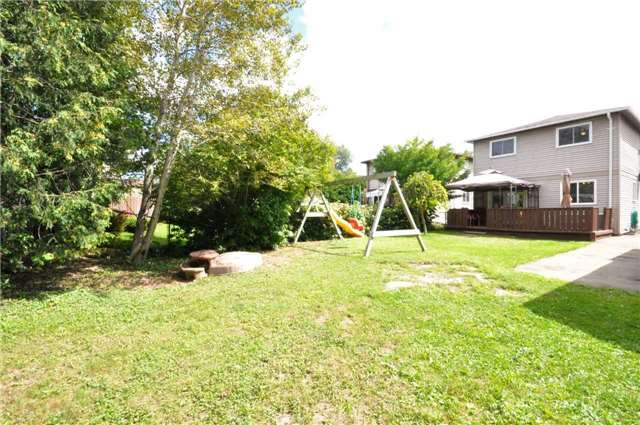 Detached at 125 Burns  Circ, Barrie, Ontario. Image 10