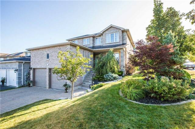 Detached at 14 Bell St, Barrie, Ontario. Image 1