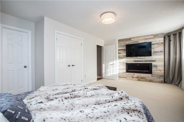 Detached at 14 Bell St, Barrie, Ontario. Image 2