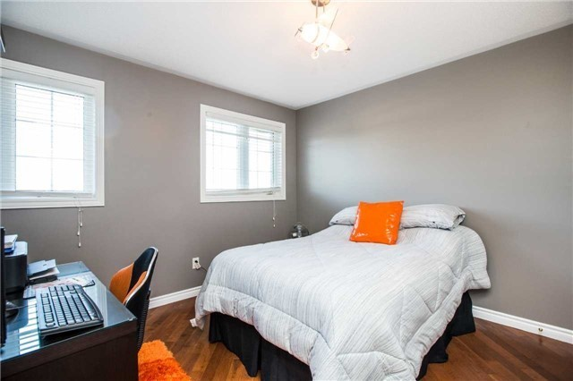 Detached at 14 Bell St, Barrie, Ontario. Image 6