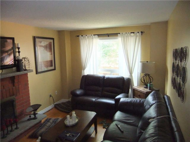 Detached at 67 Brushwood Crt, Barrie, Ontario. Image 15