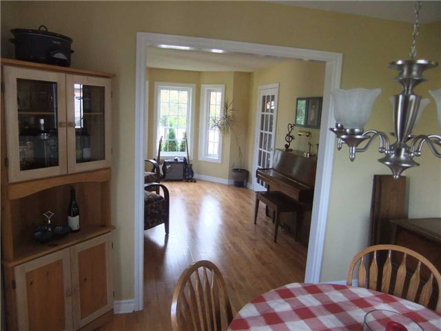 Detached at 67 Brushwood Crt, Barrie, Ontario. Image 2