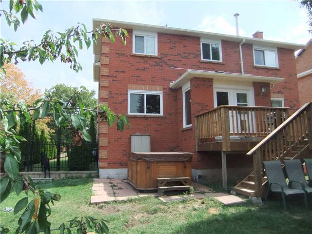 Detached at 67 Brushwood Crt, Barrie, Ontario. Image 11