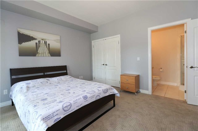 Condo Apartment at 200 Collier St, Unit 101, Barrie, Ontario. Image 17