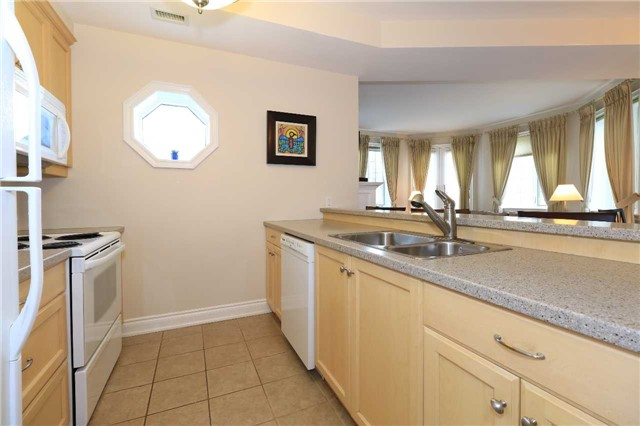 Condo Apartment at 200 Collier St, Unit 101, Barrie, Ontario. Image 20