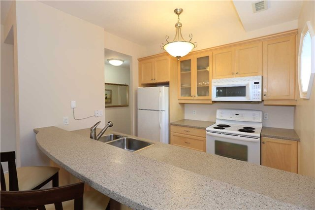 Condo Apartment at 200 Collier St, Unit 101, Barrie, Ontario. Image 2