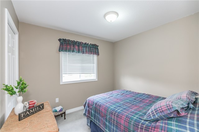 Detached at 18 Edgewood Cres, Clearview, Ontario. Image 3
