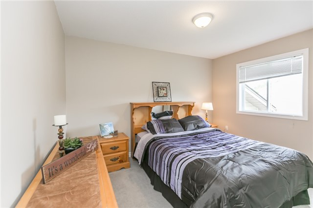 Detached at 18 Edgewood Cres, Clearview, Ontario. Image 4