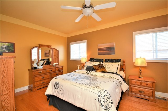 Detached at 53 Brookfield Cres, Barrie, Ontario. Image 6