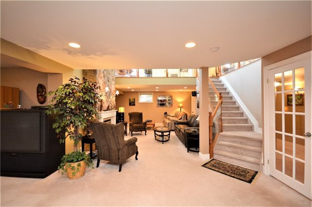 Detached at 53 Brookfield Cres, Barrie, Ontario. Image 9