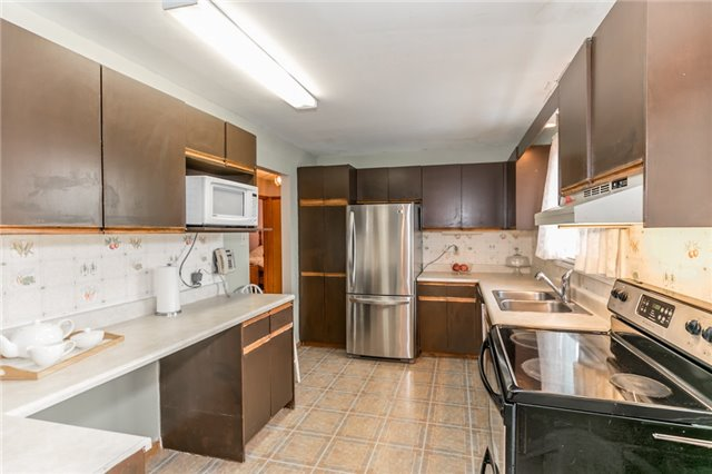 Detached at 200 Margaret St, Clearview, Ontario. Image 9